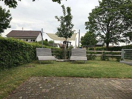 Hayna-Picknickplatz am Spielplatz Waldstraße mit L
